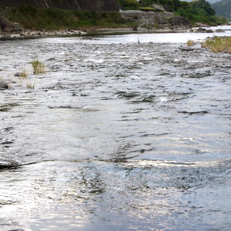 小石原山麓の地下水を使用