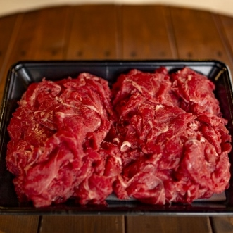 すき焼き、しゃぶしゃぶ、肉じゃが、カレー、牛丼など、さまざまな料理で利用でる贅沢な旨みの切り落し肉