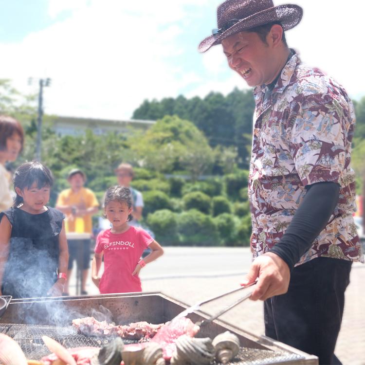 (赤崎牧場代表)赤崎さん主催のBBQはいつも大賑わい