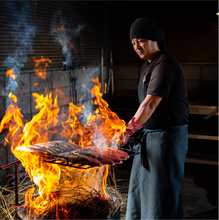 四万十産の稲ワラで焼く土佐伝統製法の鰹タタキ