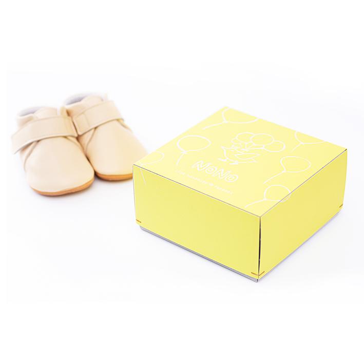 可愛い黄色のオリジナルシューズボックスに入れてお届けします。