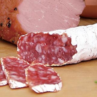 カマンベールチーズと同系統種の白カビで熟成させた「粉雪サラミ」